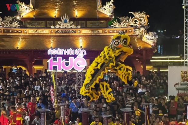 Thua Thien-Hue organise un festival international de danse de la licorne hinh anh 1