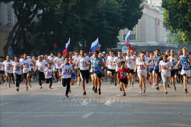 Pres de 1.500 participants a la 46e course du journal Ha Noi Moi hinh anh 1