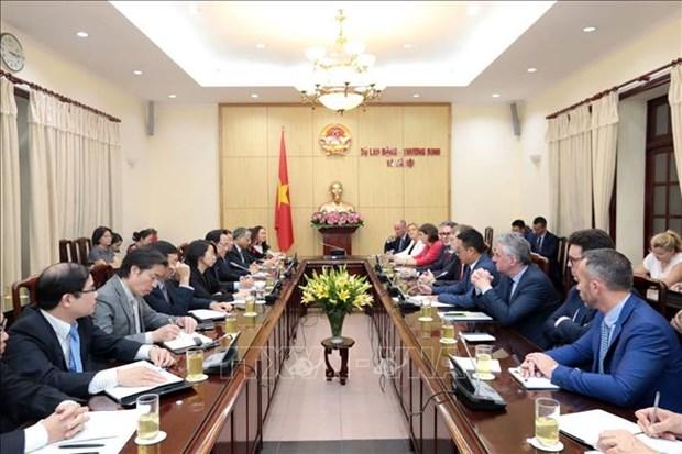 Le Vietnam s'efforce de relier le developpement du commerce a la garantie du bien etre-social hinh anh 1