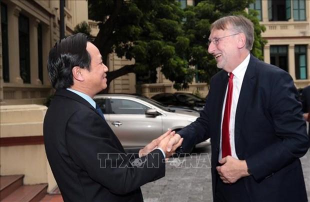 Le Vietnam s'efforce de relier le developpement du commerce a la garantie du bien etre-social hinh anh 2