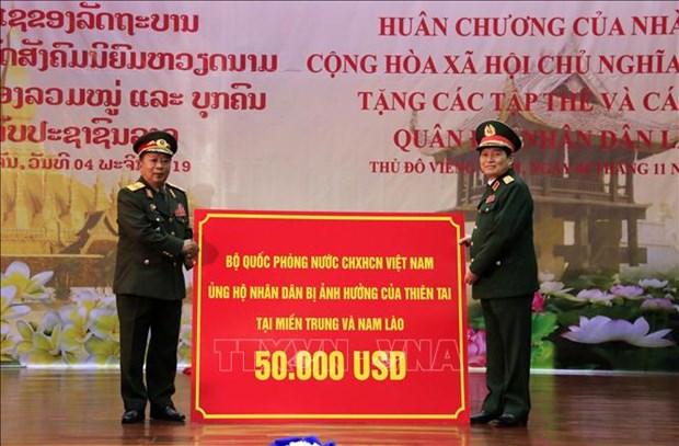 L'Ordre de l'Etoile d'or remis a l'Armee populaire du Laos hinh anh 2