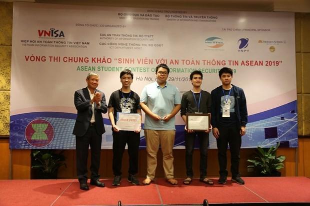 Des etudiants vietnamiens triomphes au concours de securite d'information de l'ASEAN 2019 hinh anh 1