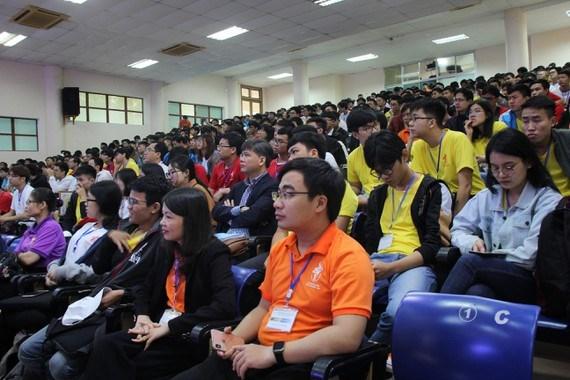 Environ 700 etudiants presents a trois concours d'informatique a Da Nang hinh anh 1