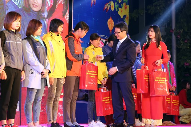 Le vice-Premier ministre Vu Duc Dam assiste au programme ''Tet de retrouvaille'' a Bac Ninh hinh anh 1