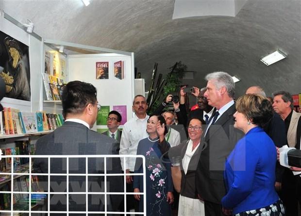 Le president cubain inaugure le pavillon du Vietnam a la Foire internationale du livre de La Havane hinh anh 1