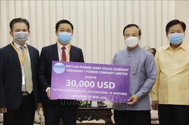 Une entreprise vietnamienne contribue a la lutte contre le COVID-19 au Laos hinh anh 1