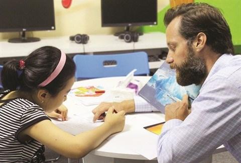 COVID-19 : des enseignants etrangers pousses au chomage technique hinh anh 1