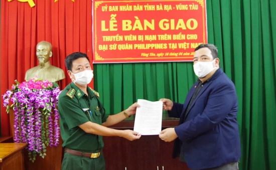 Le Vietnam rend aux Philippines un marin retrouve a la derive en mer hinh anh 1