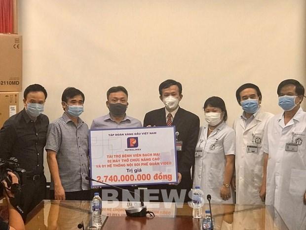 Coronavirus: Petrolimex fait un don de 117.000 dollars a l'hopital Bach Mai hinh anh 1