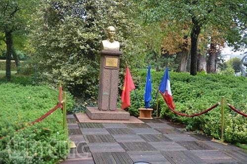 Le 130e anniversaire du President Ho Chi Minh celebre a l'etranger hinh anh 1