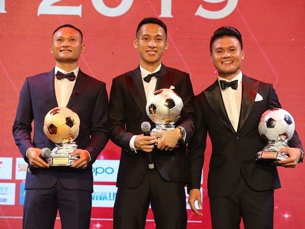 Football : Do Hung Dung remporte le Ballon d'Or du Vietnam 2019 hinh anh 1