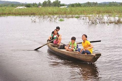 Une classe au milieu d'un lac-reservoir a Dong Nai hinh anh 1