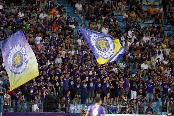 COVID-19 : Les matches de la Ligue de football du Vietnam suspendus hinh anh 1