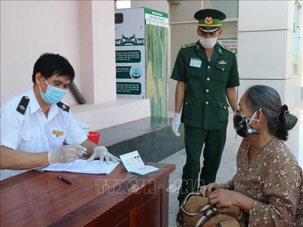 Lutte contre le Covid-19 et maintien des activites economiques sur la frontiere Vietnam - Laos hinh anh 1