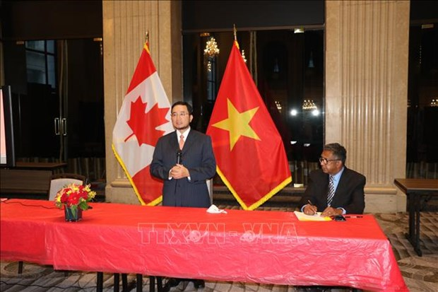 Des amis canadiens exaltent le President Ho Chi Minh et le Vietnam hinh anh 1