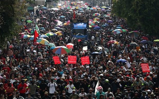La Thailande promulgue un decret d'urgence pour interdire les rassemblements a Bangkok hinh anh 1