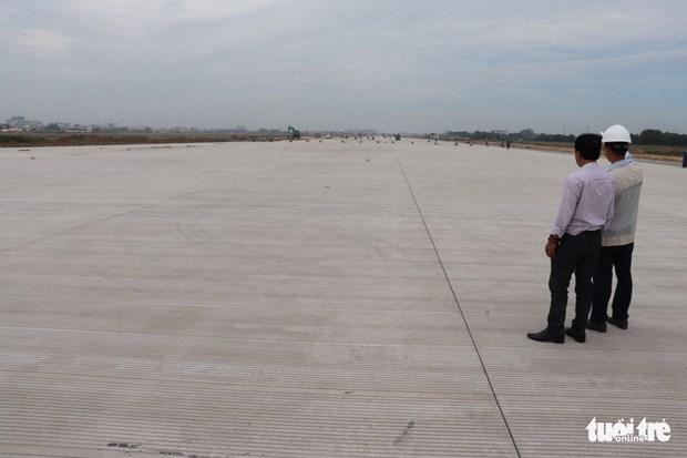La rehabilitation d'une piste de l'aeroport de Tan Son Nhat achevee hinh anh 1