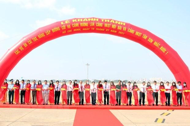 Inauguration de nouvelles pistes aux aeroports de Tan Son Nhat et de Noi Bai hinh anh 2