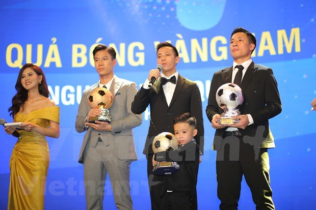 Nguyen Van Quyet et Huynh Nhu laureats du Ballon d'Or du Vietnam 2020 hinh anh 2