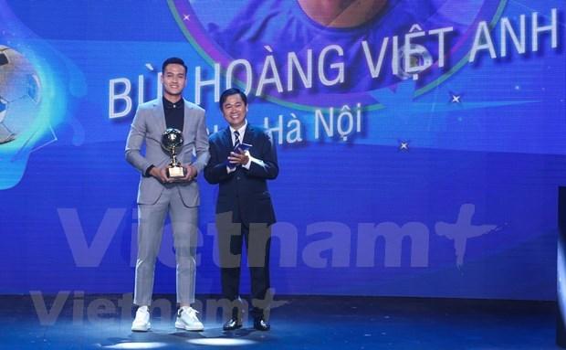 Nguyen Van Quyet et Huynh Nhu laureats du Ballon d'Or du Vietnam 2020 hinh anh 4