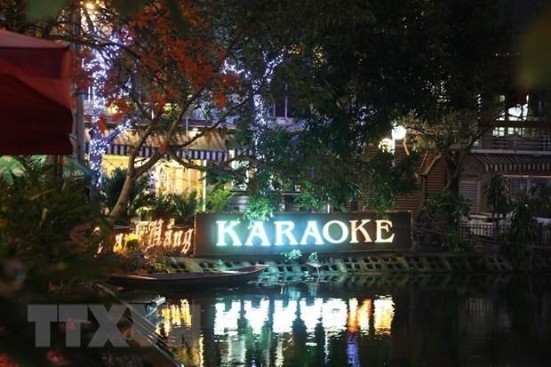 COVID-19 : Hanoi permet la reouverture des bars, karaoke et discotheques hinh anh 1