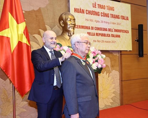 Un depute vietnamien honore de l'Ordre du merite de l'Italie hinh anh 1