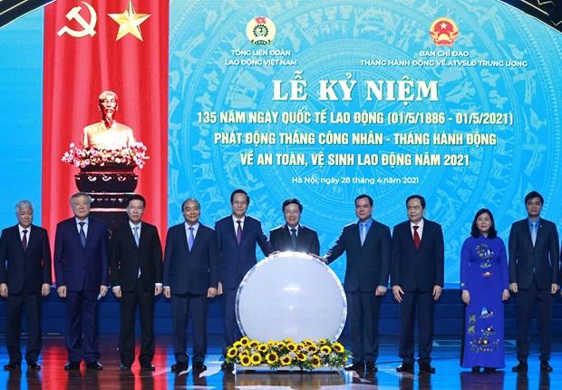 Le president Nguyen Xuan Phuc apprecie le role des ouvriers hinh anh 1