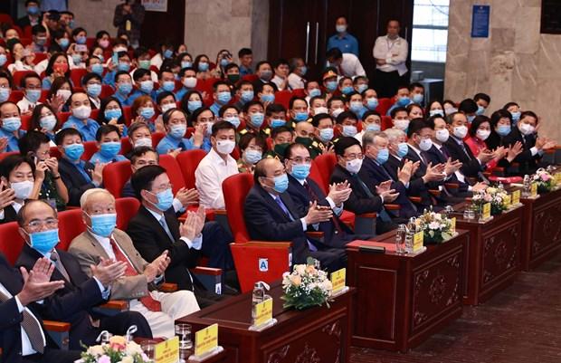 Le president Nguyen Xuan Phuc apprecie le role des ouvriers hinh anh 2