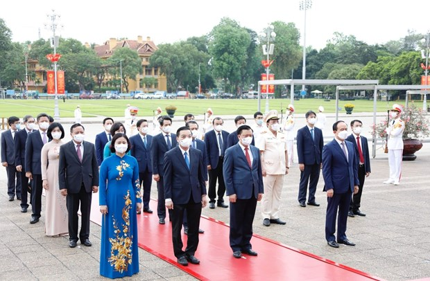 Des dirigeants rendent hommage au President Ho Chi Minh hinh anh 4