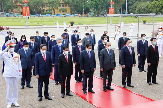 Des dirigeants rendent hommage au President Ho Chi Minh hinh anh 3