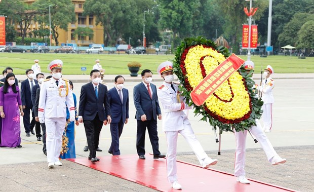 Des dirigeants rendent hommage au President Ho Chi Minh hinh anh 5