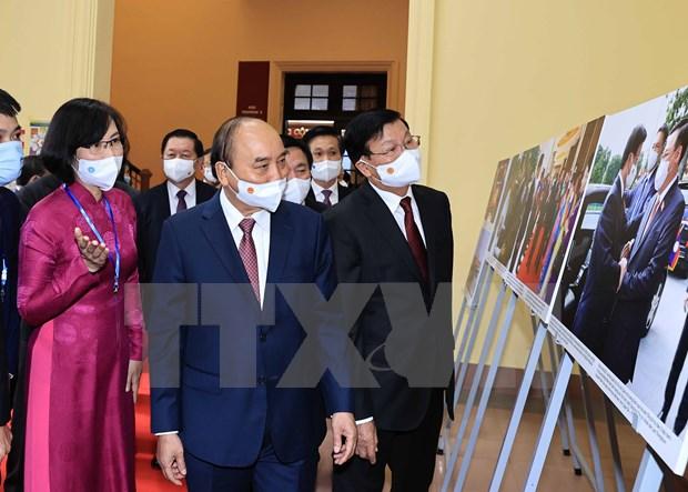 Le dirigeant lao Thongloun Sisoulith se rend a l'Academie nationale de politique Ho Chi Minh hinh anh 2