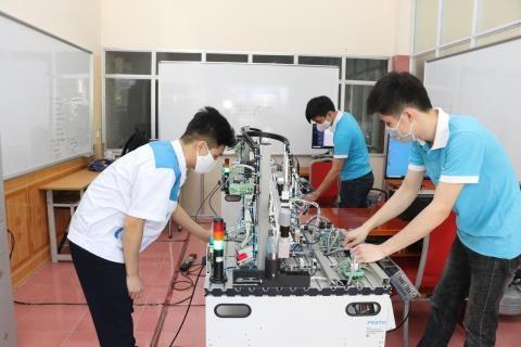 Approbation d'un programme de formation pour s'adapter a la 4e revolution industrielle hinh anh 1