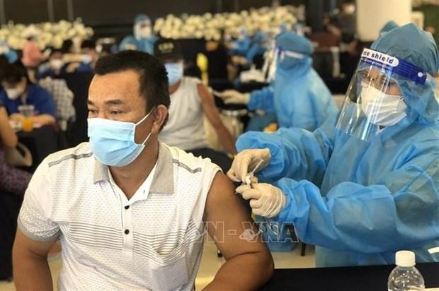 COVID-19: le ministere de la Sante demande aux localites d'accelerer la vaccination hinh anh 1