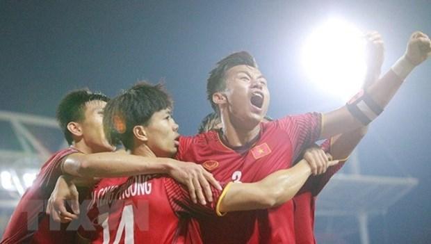 AFF Suzuki Cup : Le PM encourage le Onze national avant la finale hinh anh 1