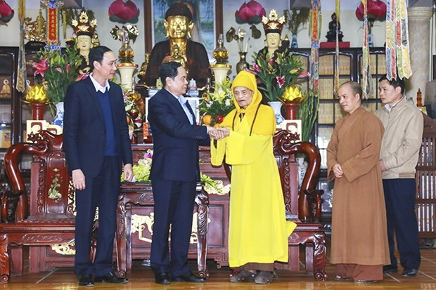 Tet : visite des anciens dirigeants du Parti et de l'Etat hinh anh 1