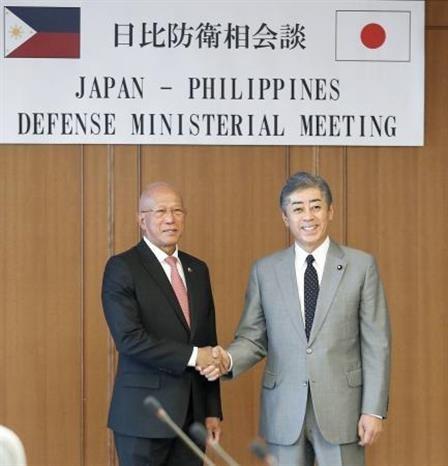 Les Philippines et le Japon s'engagent a renforcer leur cooperation dans la defense hinh anh 1