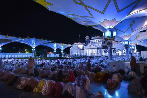 Les musulmans indonesiens commencent le jeune du mois de Ramadan hinh anh 1