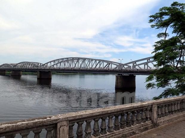 Mise en oeuvre du projet de planification des deux rives du fleuve Huong hinh anh 1