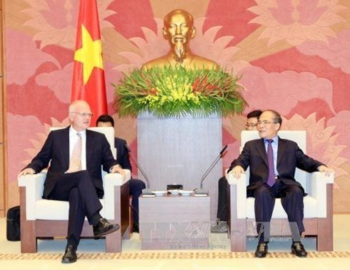 Le president Nguyen Sinh Hung recoit le representant en chef de la delegation de l'UE hinh anh 1