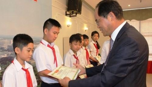 Des bourses sud-coreennes pour des enfants defavorises vietnamiens hinh anh 1
