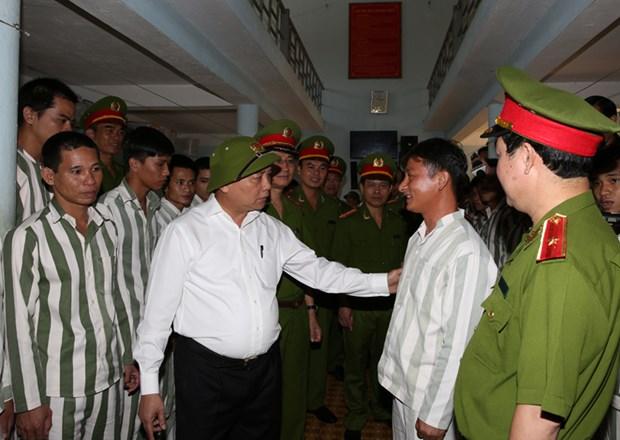 Plus de 18.000 prisonniers amnistiables au Vietnam en 2015 hinh anh 1