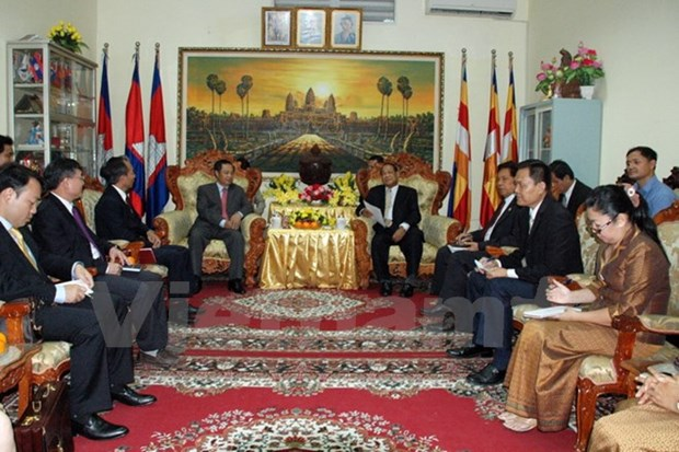 Vietnam-Cambodge : cooperation entre les organes charges des affaires religieuses hinh anh 1