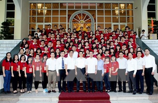 Le vice-PM Vu Duc Dam rencontre les premiers laureats des universites de Hanoi hinh anh 1
