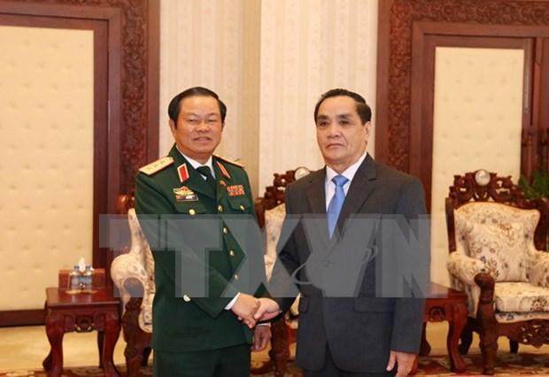 Cooperation efficace entre les deux forces armees Vietnam-Laos hinh anh 1