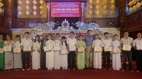 Plus de 200 bourses Odon Vallet pour des jeunes de Thua Thien-Hue hinh anh 1