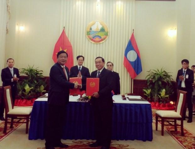 Vietnam-Laos : signature d'un protocole d'accord dans les transports hinh anh 1