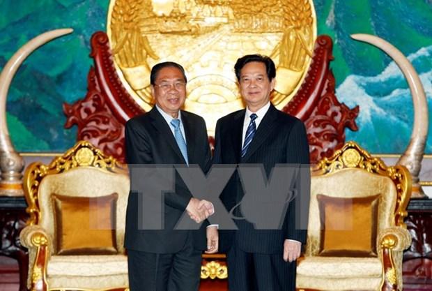 Le PM Nguyen Tan Dung recu par des dirigeants laotiens hinh anh 1