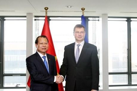 Vu Van Ninh rencontre le vice-president de la Commission europeenne hinh anh 1