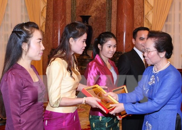 Mme Nguyen Thi Doan recoit des stagiaires laotiens hinh anh 1